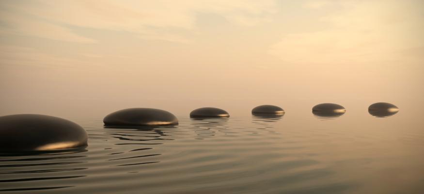 Steinweg im Wasser Der Innewohnende Behandlungsplan
